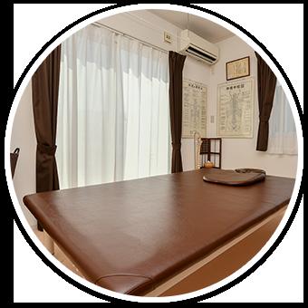完全予約制、個室の施術ベッドが1台の小さな治療院